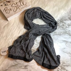 NWT Lululemon Vinyasa Scarf Wrap Gray/Black